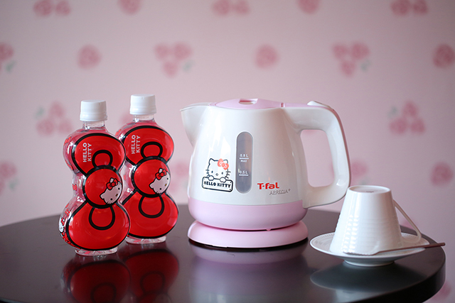 where to stay in Tokyo with kids- hello kitty hotel drink