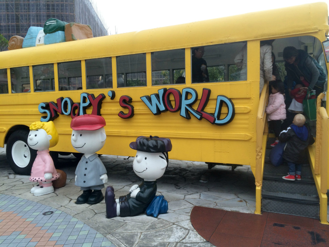 snoopy theme park jack bus