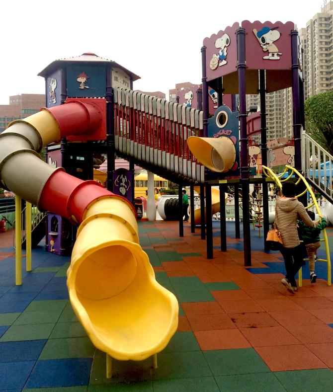 snoopy theme park playground slide pic