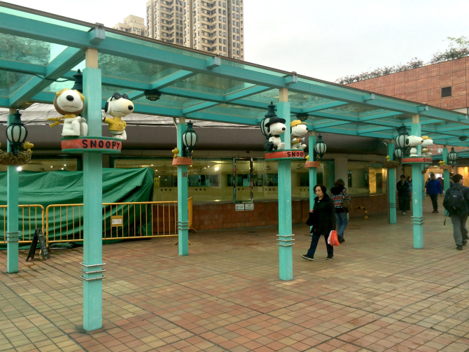 snoopy theme park walkways pic