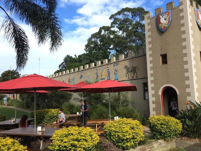 macadamia castle byron bay picnic tables