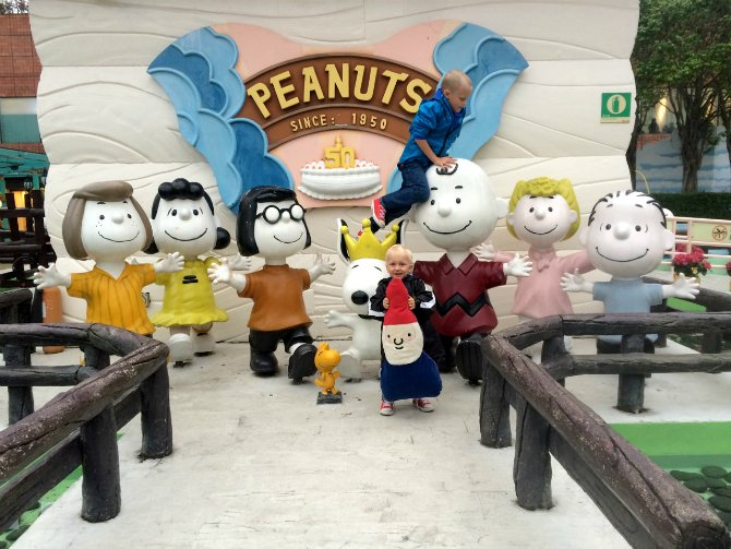 snoopy world characters photo opportunity 670B