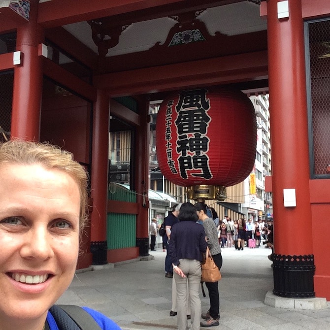 things to do with kids in asakusa tokyo - visit the giant red lantern