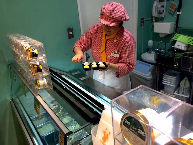 japanese ice cream flavors at the best ice cream shop in tokyo