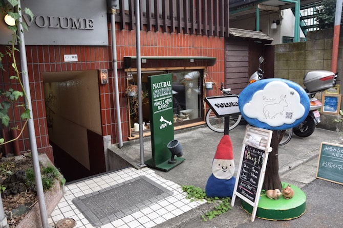 harajuku rabbit cafe entrance from street