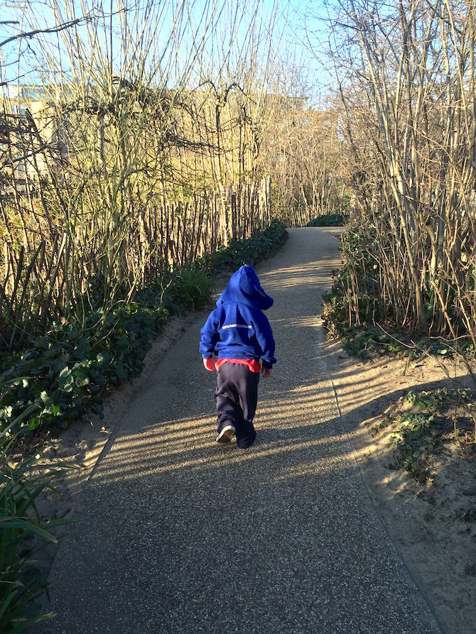 Visit ROAM THE GNOME Family Travel Website Directory for SUPER DOOPER FUN ideas for family vacations around the world. Search by city. Photo- Pirate Park Playground at Princess Diana Memorial playground Hyde Park brambley hedges