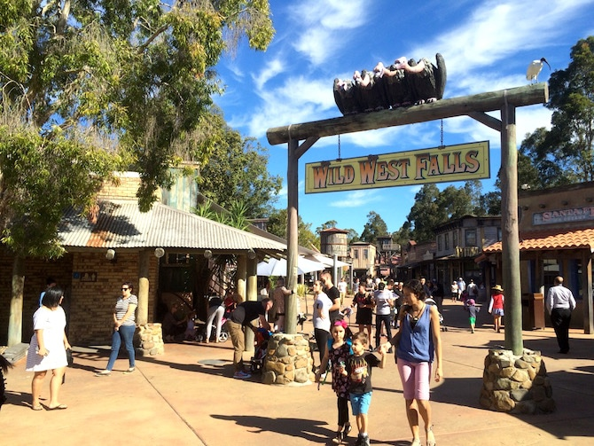toddlers at movieworld wild west pic