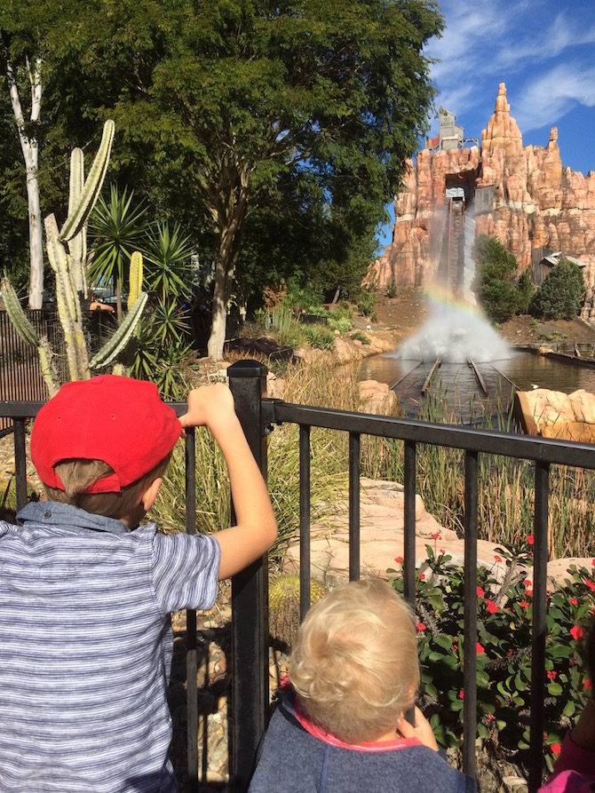 toddlers at movieworld wildwest ride