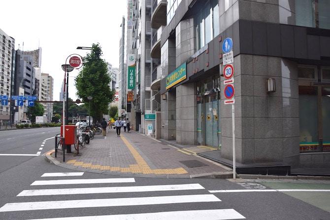 tokyo toy museum street crossing