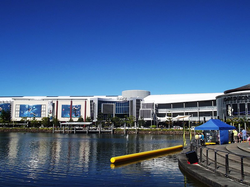 800px-Robina_Town_Centre by kgbo
