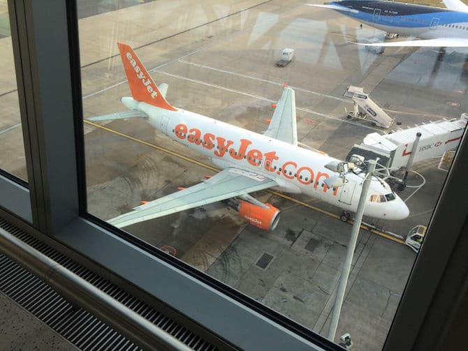 Easy Jet London to Paris. For more SUPER DOOPER FUN ideas for family-friendly weekend adventures and travel with kids, all over the world, visit our FAMILY TRAVEL DIRECTORY www.roamthegnome.com. Search by city. Rated by kids and our travelling Gnome.