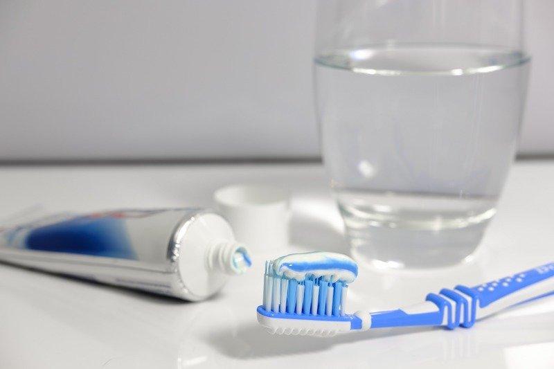 brushing teeth in water by bruno pic