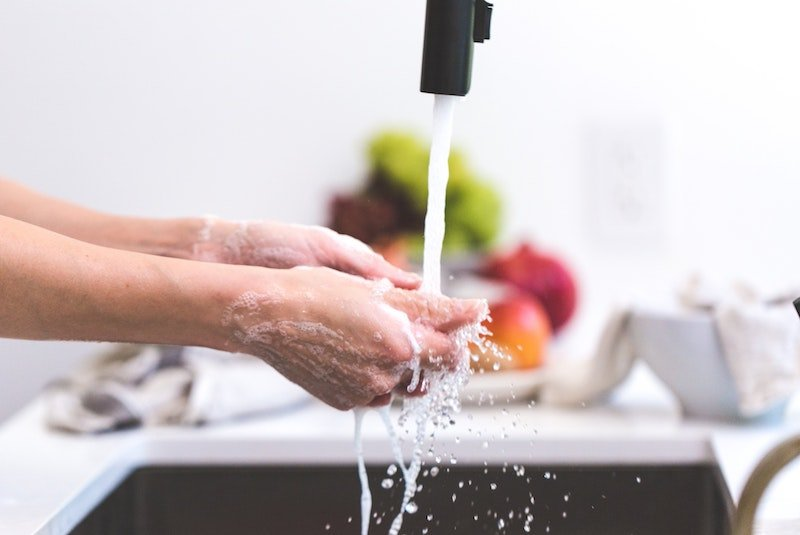 washing hands pic