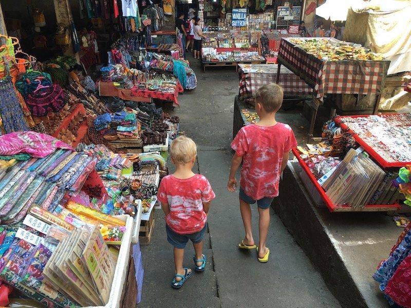 image - ubud art market narrow aisles