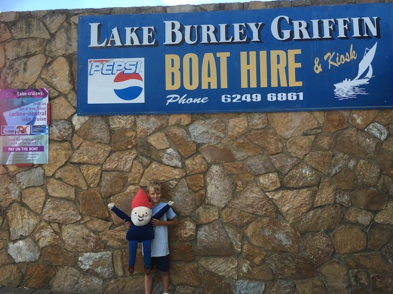 lake burley griffin boat hire pic