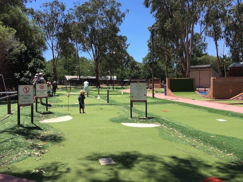 yarralumla mini golf course
