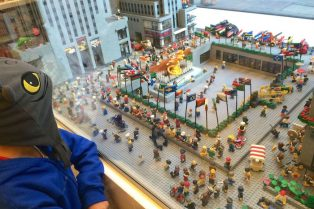 Visit ROAM THE GNOME Family Travel Website Directory for SUPER DOOPER FUN ideas for family vacations around the world. Search by city. Photo - Lego Brick Store New York