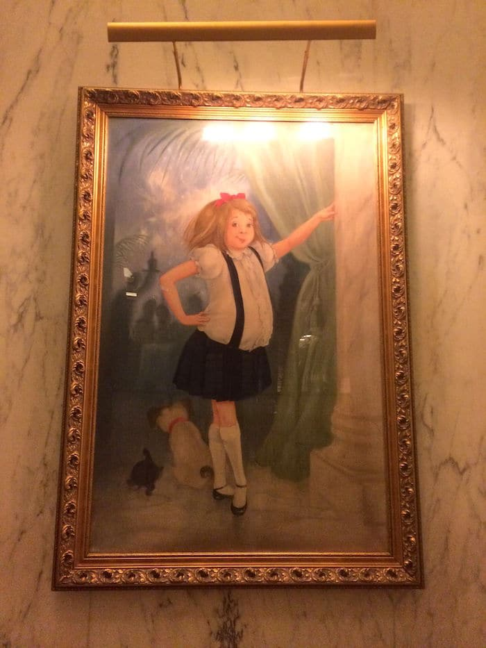 Visit ROAM THE GNOME Family Travel Website Directory for SUPER DOOPER FUN ideas for family vacations around the world. Search by city. Photo - Painting of Eloise at the Plaza