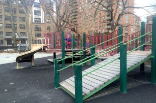 Visit ROAM THE GNOME Family Travel Website Directory for SUPER DOOPER FUN ideas for family vacations around the world. Search by city. Photo - The Rudin Family Playground Central Park fort fun