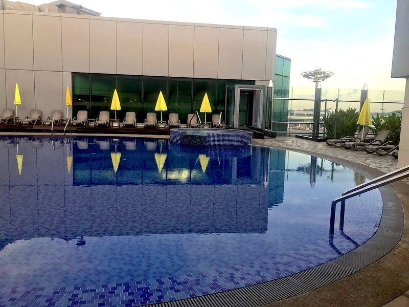 changi airport rooftop pool by bex walton flickr