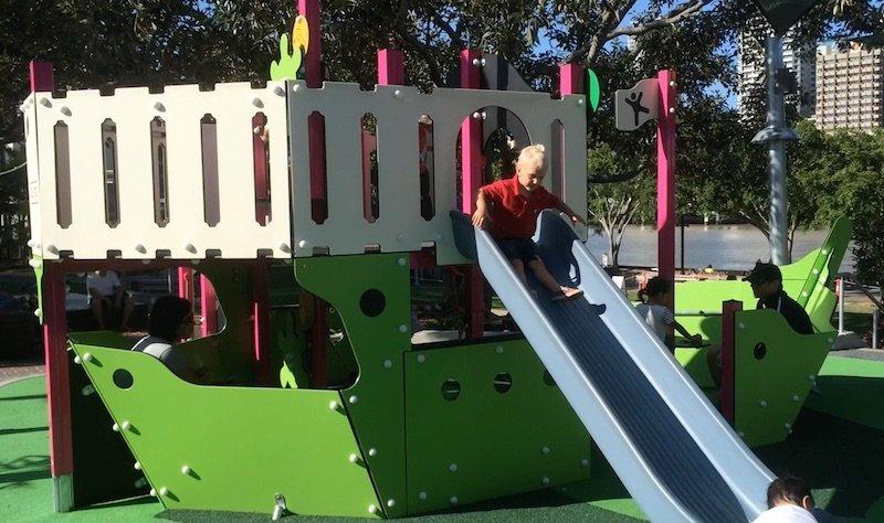 riverside-green-playground-toddler-fort