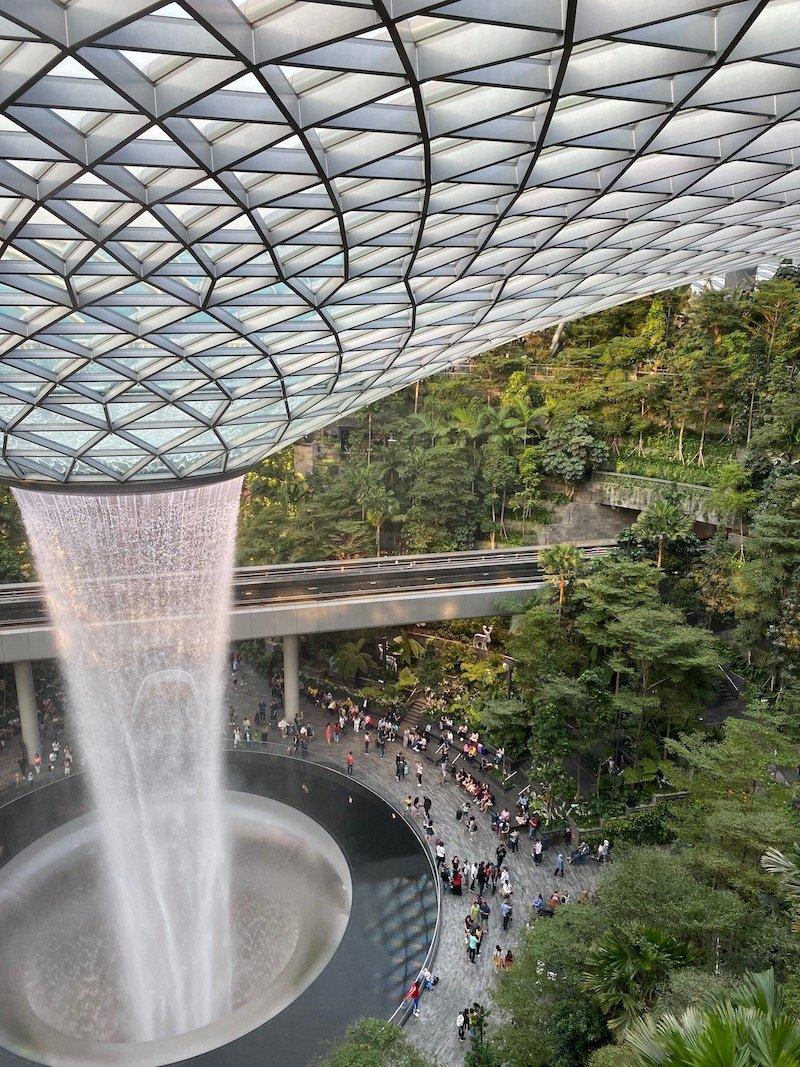 the rain vortex waterfall at changi airport pic 800