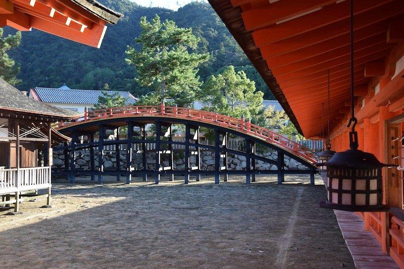 miyajima island walking bridge pic