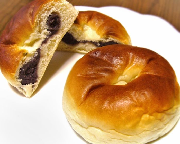 what to eat in tokyo- anpan bread