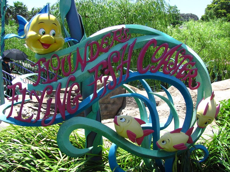 TOKYO DISNEYSEA RIDES FOR TODDLERS - flounders flying fish coaster sign by jeremy thompson