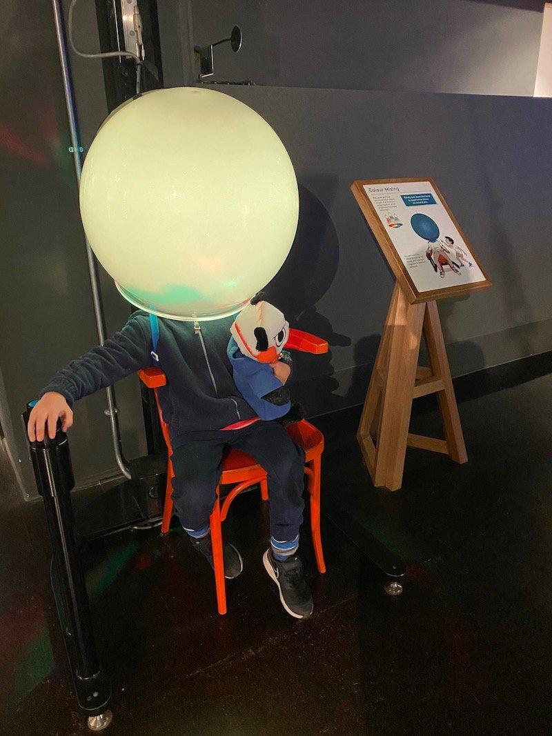 image - wonderland science museum colour mixing
