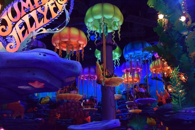 TOKYO DISNEYSEA RIDES FOR TODDLERS - jumping jellyfish ride at mermaid lagoon disney sea 800