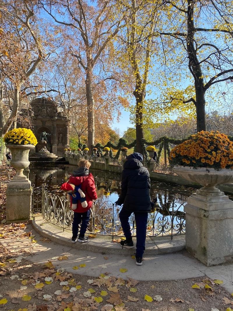 fountain des medicis at jardin du luxembourg
