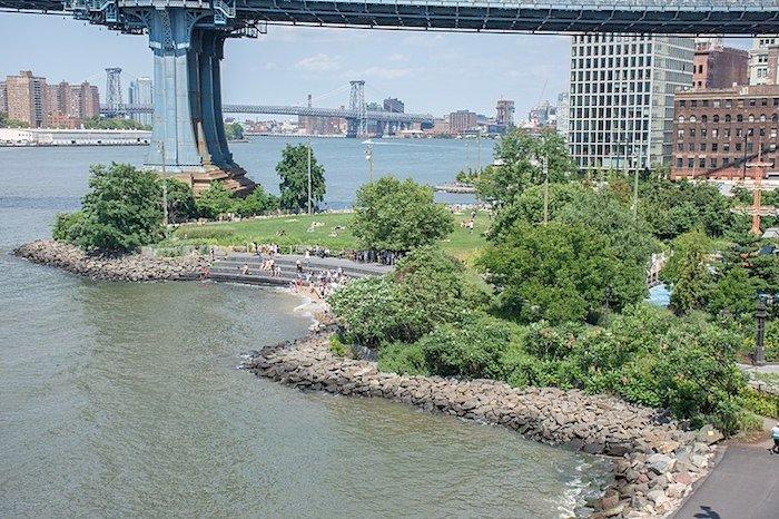 image - 800px-Main_Street_section_of_Brooklyn_Bridge_Park