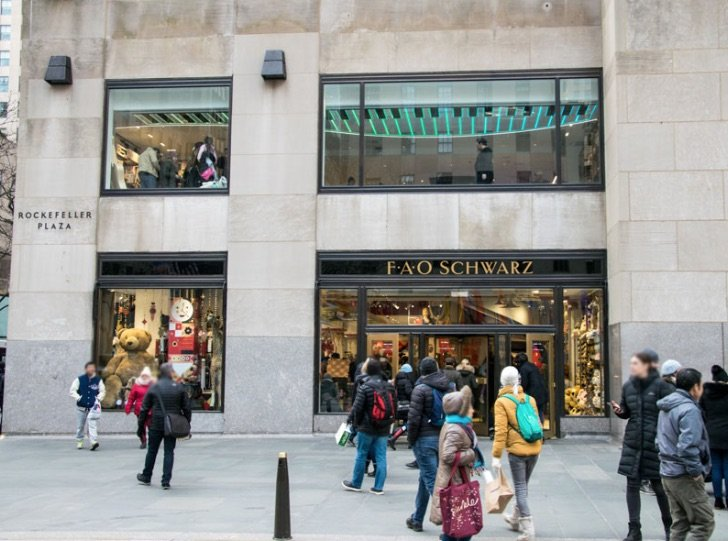 image - fao schwarz building by john hsieh