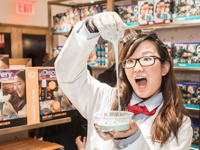 image - fao schwarz discovery mindblown experiments