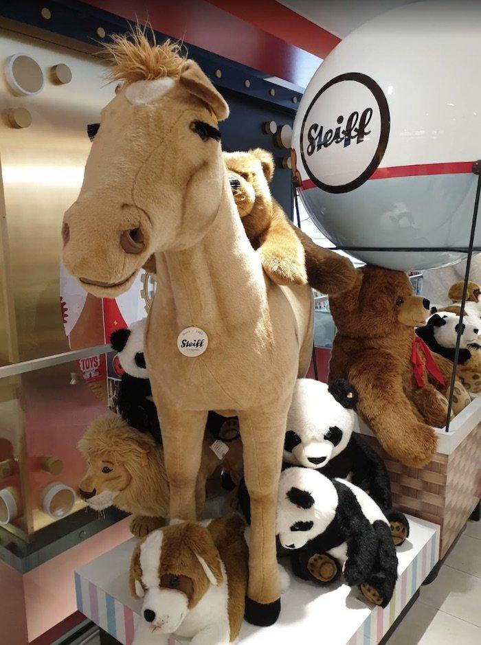 image - fao schwarz giant stuffed animals by francesca melandri