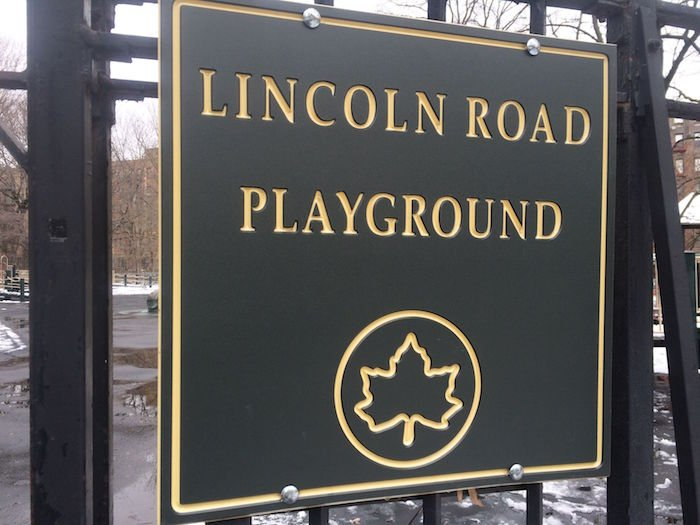 image - lincoln road playground sign