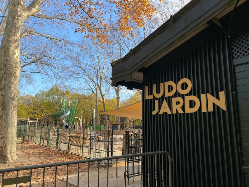 jardin du luxembourg playground entrance pic.
