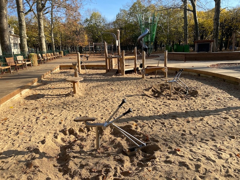 jardin de luxembourg playground sandpit pic
