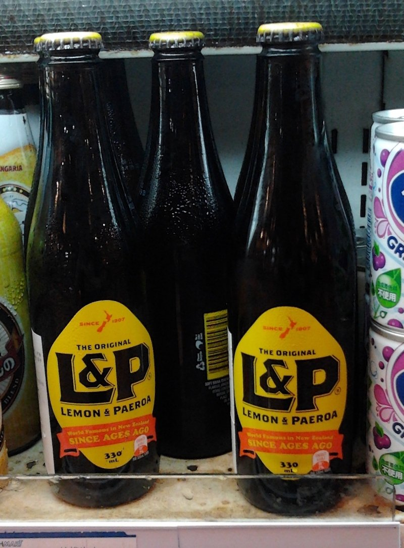 new zealand snacks and drinks - Lemon_and_Paeroa bottles pic