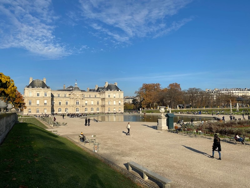 view of pond and palace at jardin du luxembourg gardens