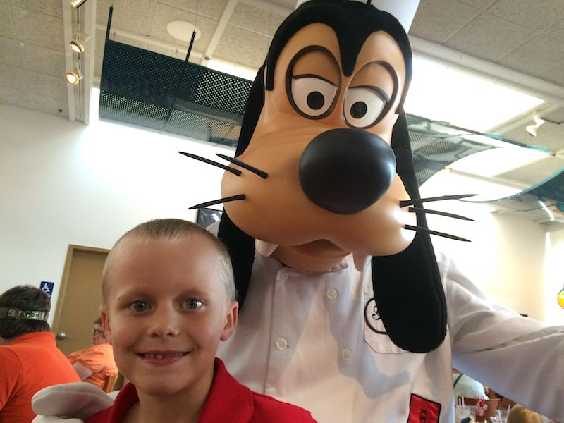 chef mickeys at disney world with goofy pic 800