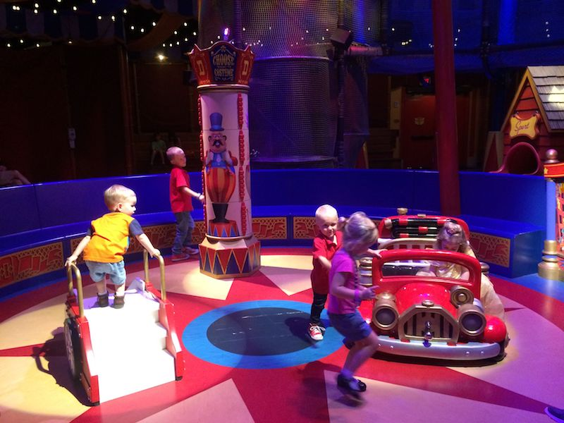 interactive queue at dumbo ride for toddlers