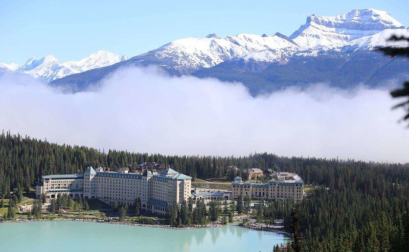 lake louise fairmont chateau by trekking days