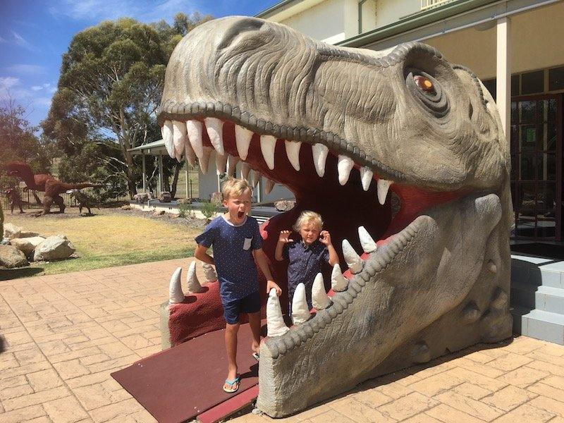 dinosaur park in canberra pic