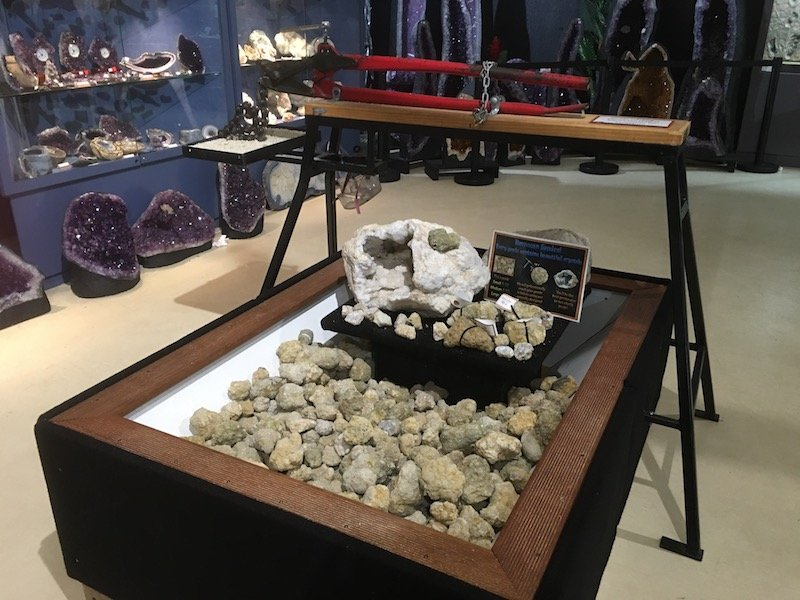 Dinosaur Museum Canberra shop crystals pic