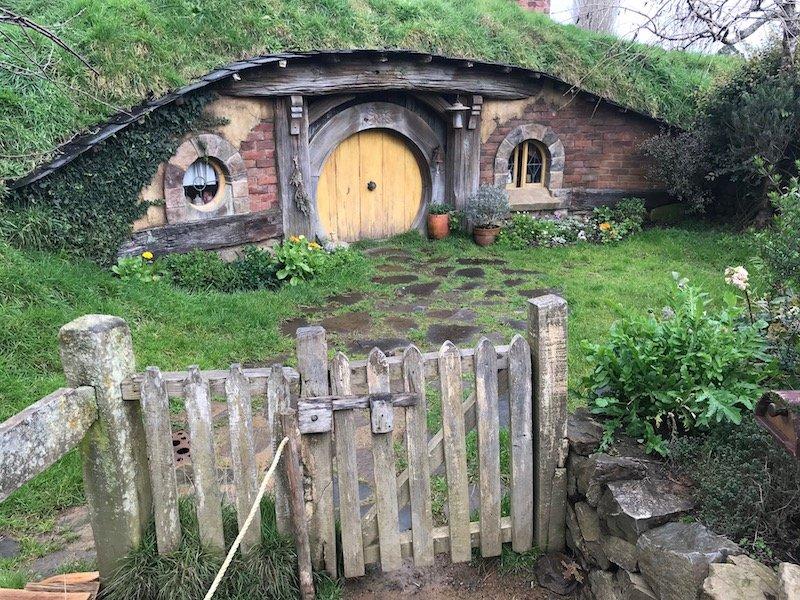 hobbiton movie set tours in new zealand-hobbiton house and gate
