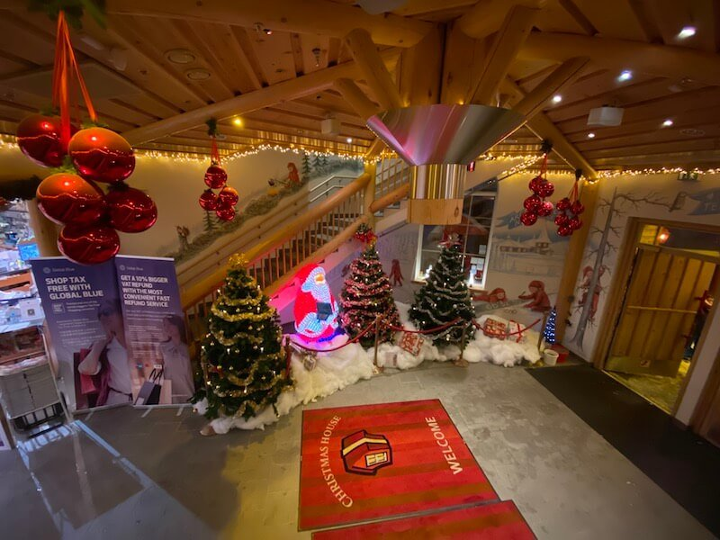Image - Christmas house building interior