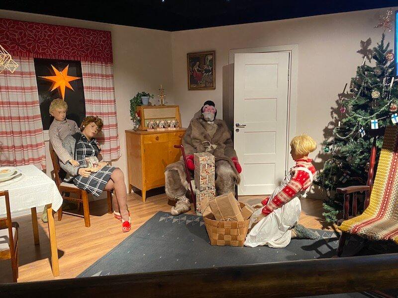 Image - Christmas house santa and exhibition displays