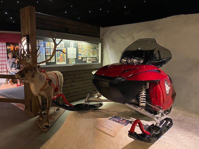 Image - Christmas house santa and exhibition reindeer statue